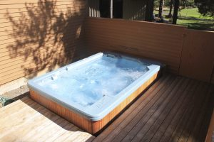 Extra large hot tub for 8 - 10