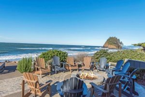 Fire pit and plenty of beach chairs