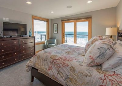 Bedroom 4- king bed, private bath, ocean view deck, HDTV