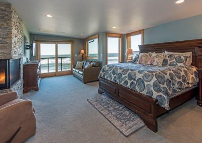 "Master suite (bedrm 2) attached bath, fireplace, ocean view, deck, 55"" HDT"